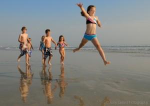 kidsjumpingbeachportraits